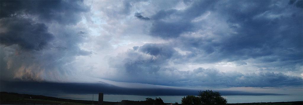 Foto einer Biberschwanz-Wolkenformation